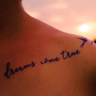Tattoo Sprüche: Spruch über die Schulter