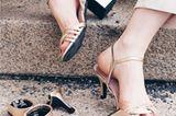 """Was für eine geniale Idee! Die stilvollen Sandalen von """"Mime et moi"""" begleiten dich mit schicken Wechselabsätzen durch heiße Sommertage und veredeln all deine Lieblings-Outfits von Business bis Casual. Zum Start trägst du sie elegant mit 10 Zentimeter-Stilettos, werden die Füße müde, wechselst du mit einem Klick auf den Blockabsatz mit 7 Zentimetern oder die Flat-Variante mit 3 Zentimetern Höhe. Super auch als Hochzeitsschuh! Die wunderschönen Hochzeitssandalen """"Perfect Match Bridal Silver"""" und """"Perfect Match Bridal Gold"""" funkeln in edlem Silber oder Gold und sind aus softem veganem Leder – die perfekten Begleiter für deinen großen Tag! Erhältlich für 169 Euro bei Mime et moi.  Mirca, News-Redakteurin"""