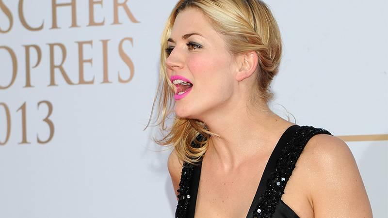 Nina Bott: Wie die TV-Moderatorin hochkant aus einem Café geworfen wird