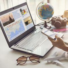 Beim Urlaub sparen: Entscheidend ist, mit welchem Gerät du buchst!