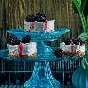 Mini-Cheesecakes mit Brombeeren