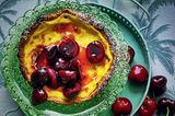 Vanille-Tarte mit flambierten Kirschen