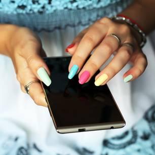 Das sagen deine Fingernägel bei einem Date über dich aus