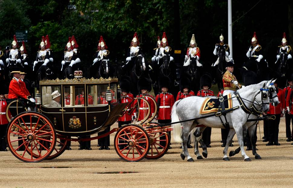 Trooping the Colour: Die Queen kommt an