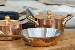Kupfer reinigen: Töpfe aus Kupfer