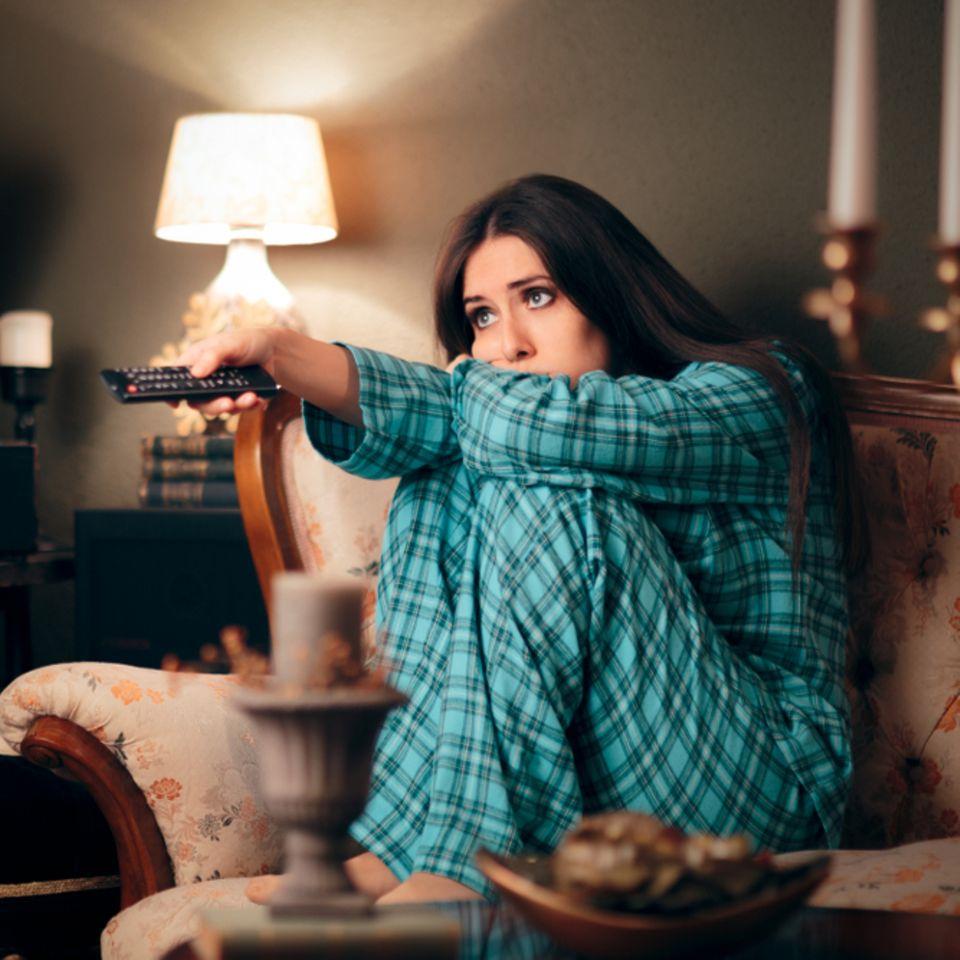 Fernsehen macht dick: So führt das alltägliche Ritual bei Frauen zu Übergewicht