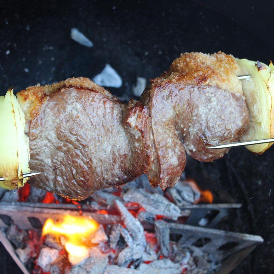 Picanha: Fleischspieß auf dem Grill
