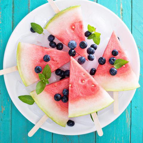 Wassermelonen-Eis am Stiel