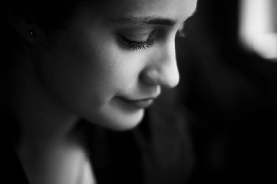 Krankschreibung wegen Liebeskummer? Traurige Frau