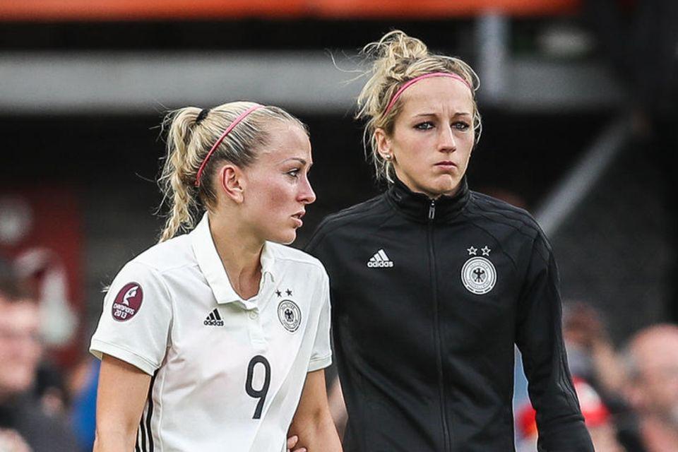 Fußball-WM: Mandy Islacker und Kathrin Hendrich auf dem Spielfeld