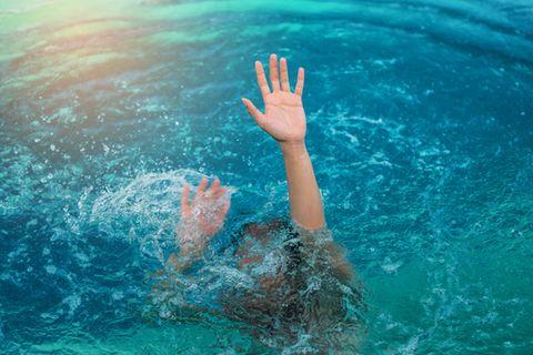 Vor dem Schwimmen Essen - wie gefährlich ist das wirklich?