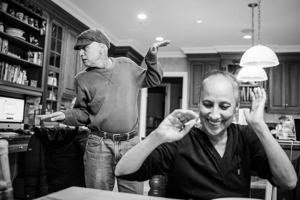 Nancy Borowick: Fotografin begleitet den Kampf ihrer Eltern gegen den Krebs