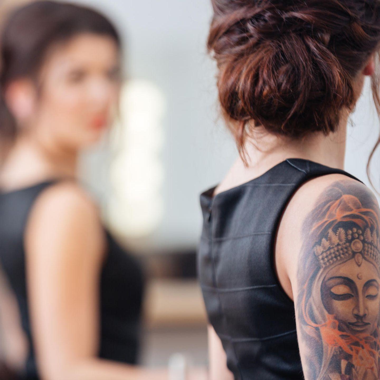 Arm tattoo frauen