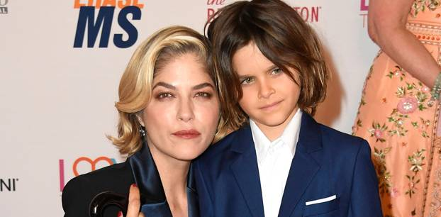 Selma Blair mit ihrem Sohn Arthur auf dem roten Teppich