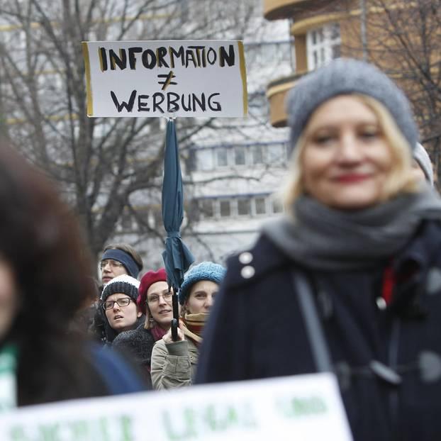 219a: Zwei Frauenärztinnen wegen Werbung für Schwangerschaftsabbrüche verurteilt: Proteste in Berlin im Januar 2019