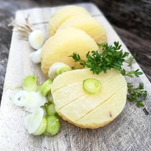 Sauermilchkäse: Harzer Käse auf Brett