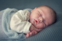 Ludwigshafen: Baby-Verkauf per Anzeige? Polizei klärt auf: Schlafendes Baby