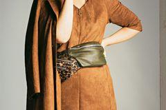 Sommerliche Animal-Prints: Braunes Kleid in Wildleder-Optik