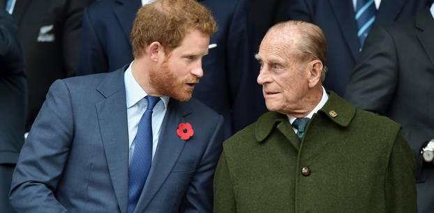Prinz Philip und Prinz Harry bei einem Rugby Turnier