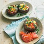 Gefüllte Portobello-Pilze mit Tomaten-Melonen-Salat