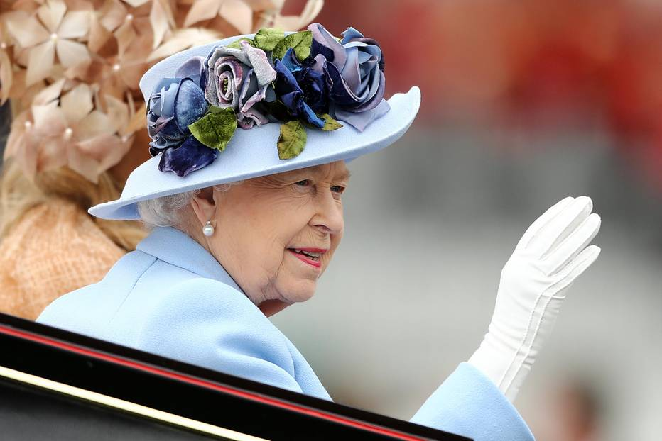 Royal Ascot 2019: Queen Elisabeth II winkt