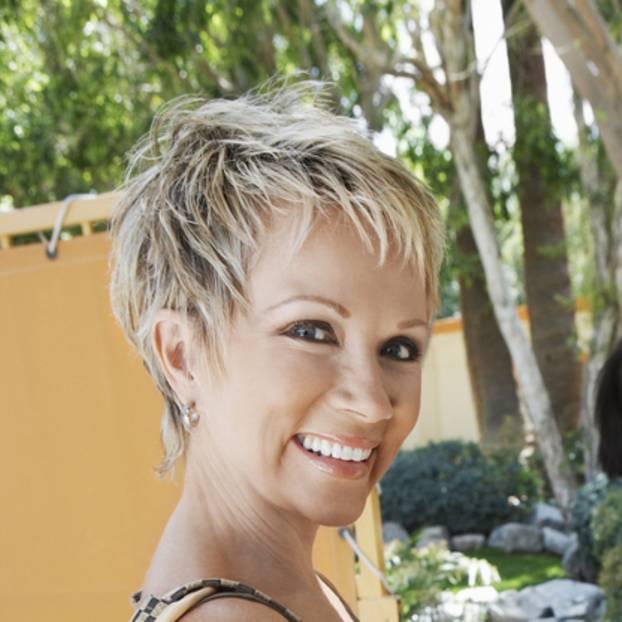 Pflegeleichte frisuren fur frauen ab 50