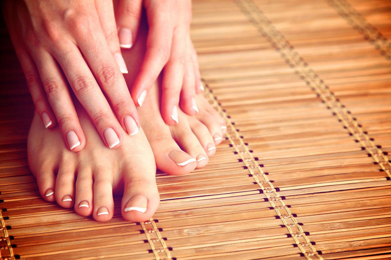Eingewachsener Nagel: Zwei Füße und zwei Hände