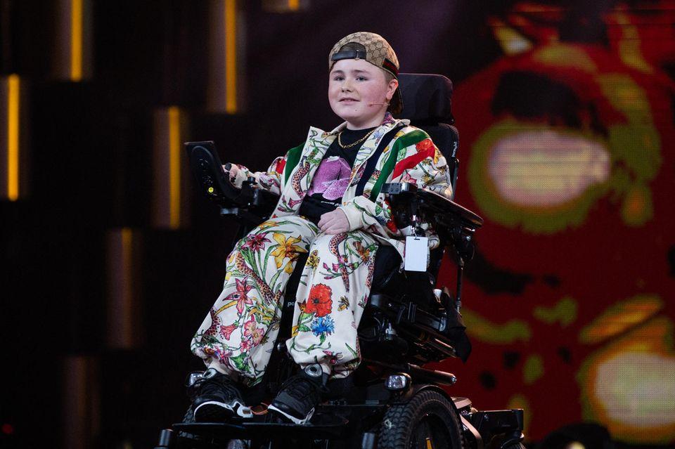 Carl Josef: 14-Jähriger im Rollstuhl bringt alle zum Lachen – und macht Mut!