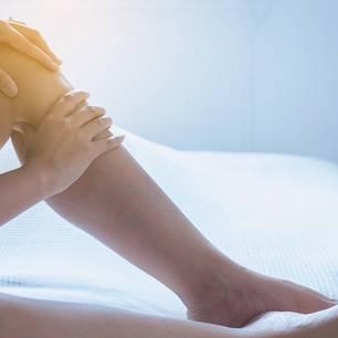 Krampfadern entfernen: Bein einer Frau