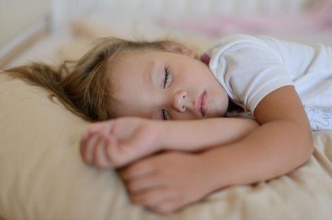 Mädchen (3) erleidet Hitzschlag im Kinderzimmer!
