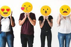 5 Whatsapp-Familiengruppen-Typen – Zu einer gehört ihr bestimmt!