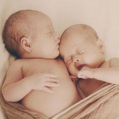 England: Eltern geben adoptierte Zwillinge zurück: Symbolbild Zwillinge