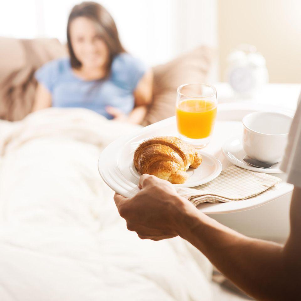 Reddit: Ein Mann bringt seiner Partnerin Frühstück ans Bett