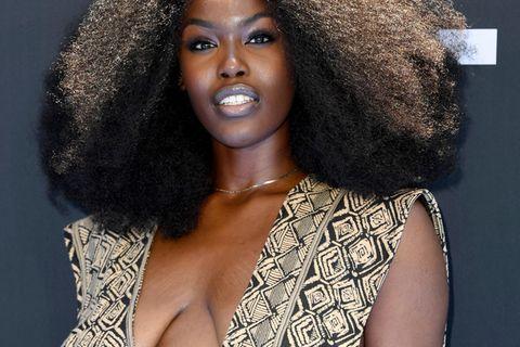 Sängerin Tanerélle wehrt sich gegen Kritik an ihren Brüsten