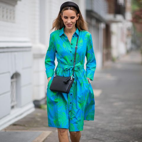 Büro-Outfits bei Hitze: Alexandra Lapp im blau-grünen Midikleid