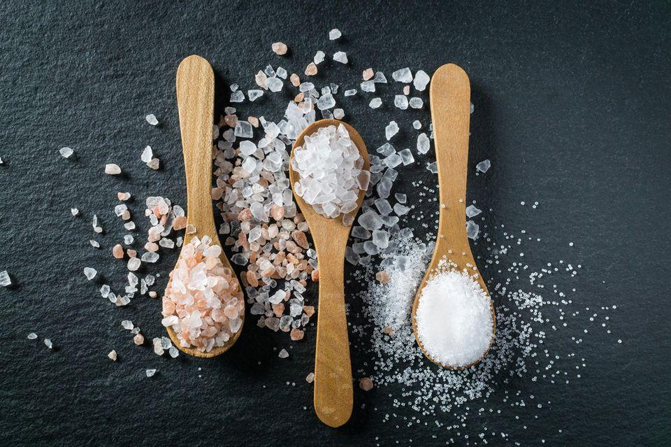 Abnehmen mit Schüßler Salzen: Salze in Löffeln