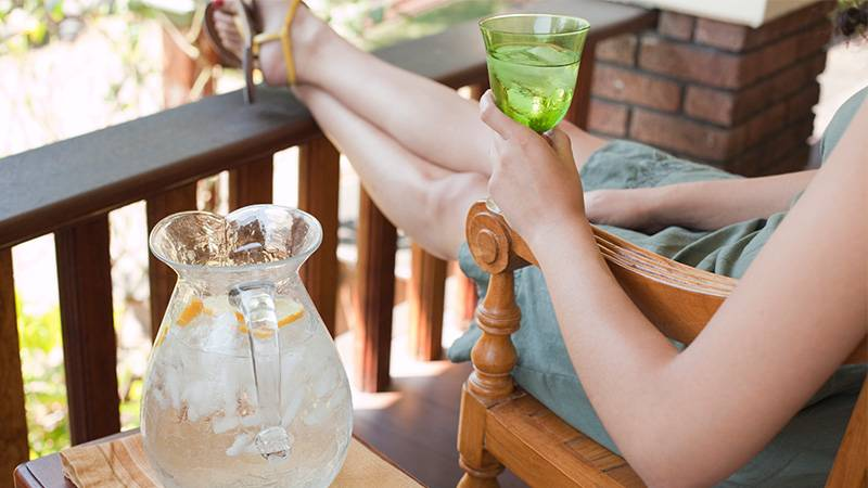 Erfrischung: Wieso es ungesund ist, an heißen Tagen kalte Getränke zu sich zu nehmen