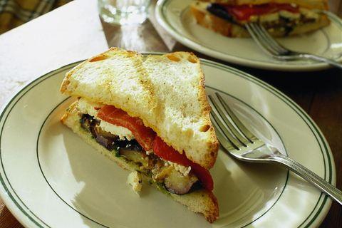 Auberginen-Paprika-Sandwich