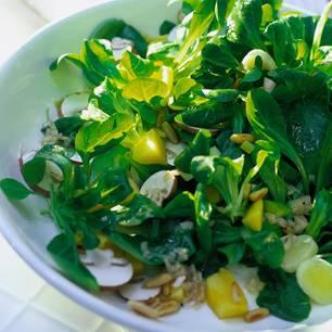 Feldsalat mit Champignons und Mango