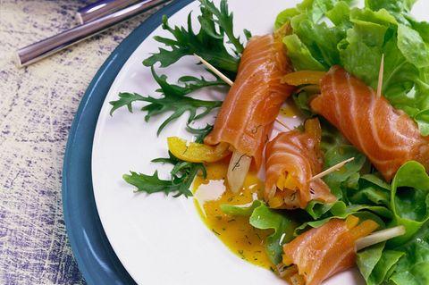 Lachsröllchen mit Paprika und Fenchel