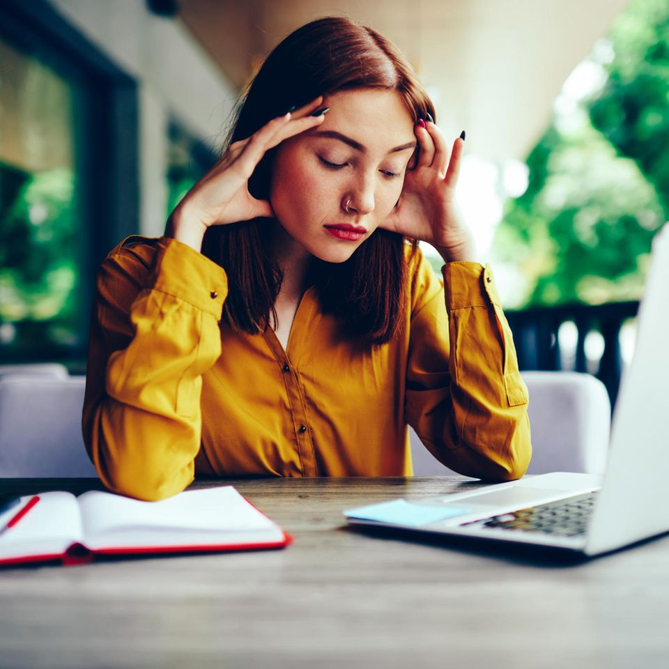 Zinkmangel: Frau ist müde