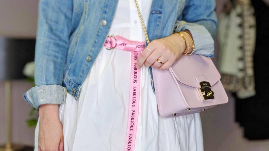 1 Kleid – 3 Looks! So stylt ihr ein weißes Blusenkleid