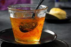Kandierte Orangenschale und herbe Orangenmarmelade