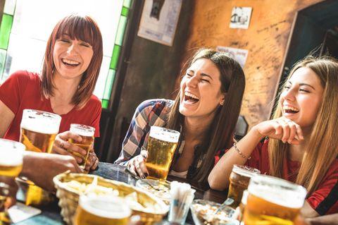 Warum Frauen, die Bier trinken, grundsympathisch sind
