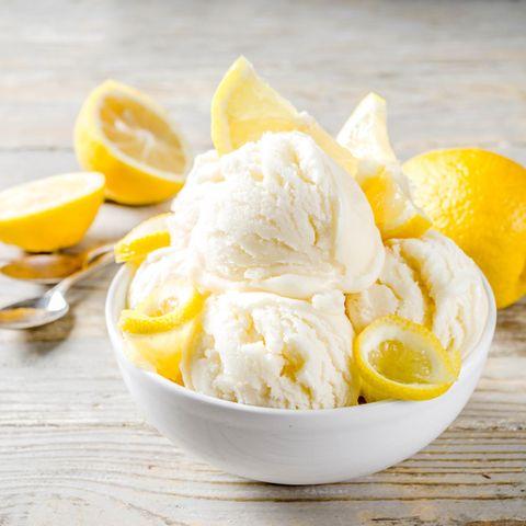 Zitroneneis in einer Schüssel