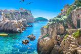 Reiseziele für Mädelstrips: Meer zwischen Felsen