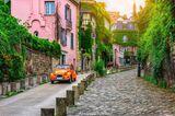 Reiseziele für Mädelstrips: Straße mit Kopfsteinpflaster in Paris
