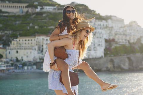 Reiseziele für Mädelstrips: Mädchen im Urlaub
