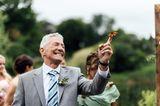 Pennsylvania: Schmetterlinge rühren bei Hochzeit zu Tränen: Der Vater des Bräutigams mit einem Schmetterling