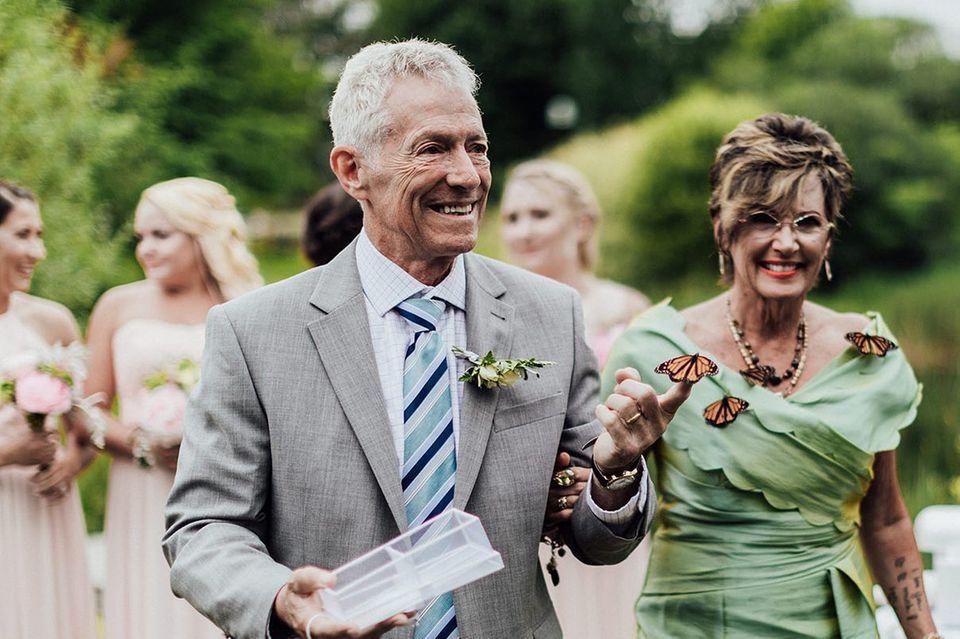 Pennsylvania: Schmetterlinge rühren bei Hochzeit zu Tränen: Die Eltern des Bräutigams mit den Schmetterlingen